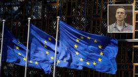 ЕС объявляет о новом пакете санкций против четырех российских чиновников из-за ареста Навального, поскольку Москва обязуется ответить тем же