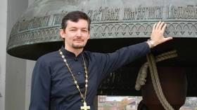 Русский гей-священник, сбежавший в Голландию после выхода, обвиняет церковь в издевательствах и утверждает, что священнослужители спят вместе, чтобы повысить карьеру
