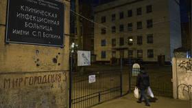 Власти Санкт-Петербурга ищут российскую сару Коннор, сбежавшую из карантина по коронавирусу