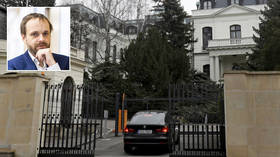 Чешская республика приказала покинуть страну всем российским дипломатам, кроме 5, в рамках эскалации взаимных уступок из-за заявлений о шпионаже и саботаже