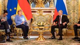 «Благодаря вашим усилиям»: Путин хвалит Меркель за улучшение отношений во время последнего визита немецкого лидера в Москву в качестве канцлера